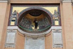 Mosaicos do detalhe da construção santamente exterior das escadas Indicadores velhos bonitos em Roma (Italy) Fotos de Stock