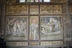 Mosaicos en la catedral o la iglesia de monasterio en Chester England Foto de archivo