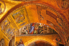 Mosaicos Veneza do arco dourado da basílica de marca de Saint Imagens de Stock Royalty Free
