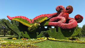 MOSAICULTURES-INTERNATIONAL 2013, Eintritt Montreals, Quebec, Kanada, Peking, China: Pflanzen von Platanen, um das Phoenix anzuzi lizenzfreies stockbild