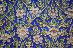 Mosaik av blått, vit, gräsplan och guld, blommaträskor bangkok thailand Royaltyfri Foto