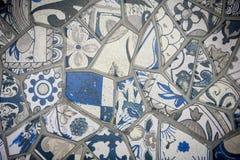 Mosaik av den brutna tegelplattaväggen i Istanbul, vägg som göras av färgrikt M Arkivbild