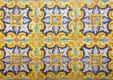 Mosaik av färgrika keramiska tegelplattor med blom- stil Royaltyfri Bild