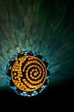 Mosaik beleuchteter Ball mit Sonne, Mond und gewundenem Design in verticall Position Stockfotos