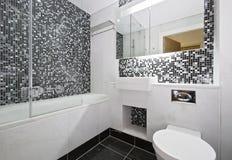 mosaik deckte badezimmer mit ziegeln lizenzfreie stockfotos - Badezimmer Mosaik