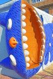 Mosaik- lustiger langer Mietzecharakter mit offenem Mund von Märchen ` Alice in Märchenland ` Design durch Konstantin Skretutsky  stockfoto