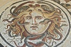Mosaik med huvudet av medusaen på medborgaren Roman Museum royaltyfri bild