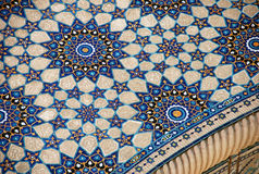 Mosaik med Ulugbek Madrasah på den Registan fyrkanten Fotografering för Bildbyråer