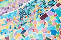 Mosaik mit Ziegeln gedeckt auf dem Boden Stockfotografie