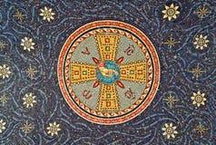 Mosaik på försegling av klosteringången, Serbien arkivbild