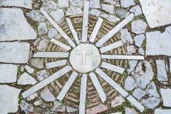 Mosaik stiliserad sol i Aten, Grekland Arkivfoton