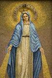 Mosaik von Jungfrau Maria, die eine Krone trägt Lizenzfreie Stockfotos