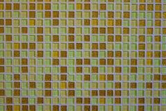 Mosaik von kleinen quadratischen Fliesen stockfotos
