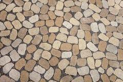Mosaik von ovalen grauen und braunen Kopfsteinen Lizenzfreies Stockbild