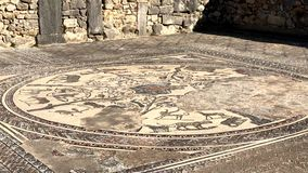 Mosaiken av det romerska forntida fördärvar av den Volubilis staden i Unesco, Marocko arkivfilmer