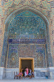 Mosaiken i Ulugh tigger Madrasah i Samarkand, Uzbekistan Royaltyfri Fotografi