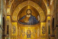 Mosaiker ovanför det huvudsakliga altaret - Monreale royaltyfri bild