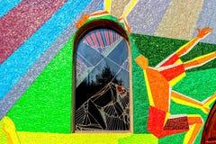 Mosaikfenster mit Station des Kreuzes in Medugorje Lizenzfreie Stockfotos