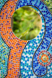 Mosaikfliesen auf der Wand mit Spiegel Stockbild