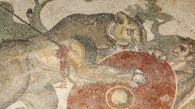 Mosaikfragment Roman Villa Romana del Casale, Sizilien, UNESCO-Welterbestätte stock footage