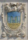 Mosaikschild von bekannter Hafenstadt Gibraltar an der Fassade von pazifischen Linien Errichten Vereinigter Staaten Linie-Panama stockfotos