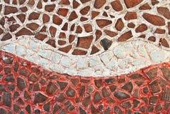 Mosaikwand von unterbrochenen Keramikziegeln Stockbild