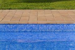 Mosaisk bakgrund av simbassängen Arkivbild