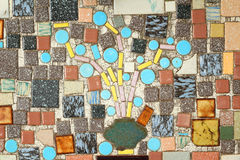 Mosaisk blommaprydnad på väggen Arkivbilder