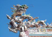 Mosaisk drake på taket Arkivbild