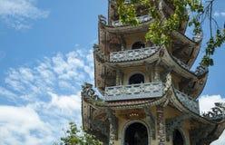 Mosaisk pagod Lin Phuoc i staden av Dalat Vietnam, en buddistisk tempel delningar royaltyfri bild