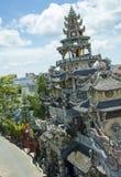 Mosaisk pagod Lin Phuoc i staden av Dalat Vietnam, en buddistisk tempel delningar arkivfoton