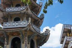 Mosaisk pagod Lin Phuoc i staden av Dalat Vietnam, en buddistisk tempel delningar royaltyfria bilder