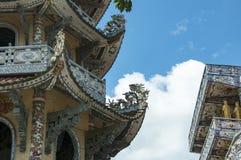 Mosaisk pagod Lin Phuoc i staden av Dalat Vietnam, en buddistisk tempel delningar royaltyfria foton