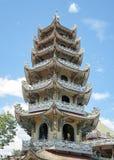 Mosaisk pagod Lin Phuoc i staden av Dalat Vietnam, en buddistisk tempel delningar arkivbilder