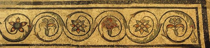 Mosaisk tegelplatta i den forntida Romain villan royaltyfri foto