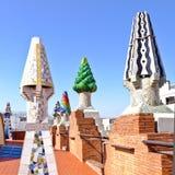 Mosaiska lampglas som planläggs av Gaudi, slottGuell tak, Barcelona arkivfoton
