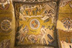Mosaiska paneler på taket av kyrkan av Chora i Istanbul, Turkiet royaltyfria foton