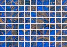 Mosaiska tegelplattor i inre av badrummet Bakgrund av mosaiken för keramiska tegelplattor royaltyfri foto