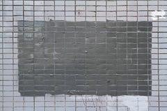 Mosaiska tegelplattor på fasaden av ett hus Arkivbild
