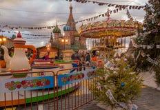 Moscú adornó por Plaza Roja de los días de fiesta del Año Nuevo y de la Navidad Foto de archivo