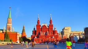 MOSCÚ, CUADRADO ROJO, indica el museo histórico (nanovatio) y la tienda de la GOMA Fotografía de archivo