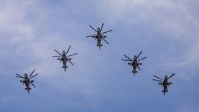 Moscú, día de la victoria Helicópteros Kamov Ka-52 fotos de archivo