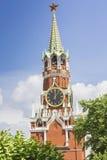 MOSCÚ - 4 DE JUNIO DE 2016: Reloj chiming del Kremlin del Spasskaya foto de archivo libre de regalías