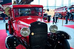 MOSCÚ - 9 DE MARZO DE 2018: Coche de bomberos PMG-1 1932 en la exposición vieja Fotografía de archivo