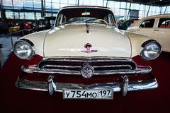 MOSCÚ - 9 DE MARZO DE 2018: GAZ-M21 Volga 1956 en la exposición Oldtim Imágenes de archivo libres de regalías