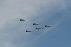 MOSCÚ - 9 DE MAYO: Cinco aviones de combate MIG-29SLT en desfile dedicaron al 70.o aniversario de la victoria en la gran guerra p Imágenes de archivo libres de regalías