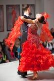 Pares de la danza en el movimiento en la demostración caritativa Foto de archivo libre de regalías