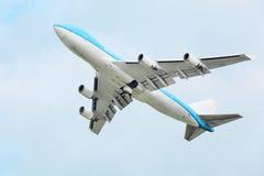 Boeing 747 moscas Fotos de archivo
