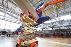 Reparación de los aviones de Aeroflot en hangar Fotografía de archivo