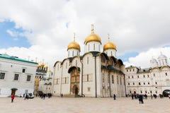 Moscú el Kremlin, catedral de Dormition imagenes de archivo